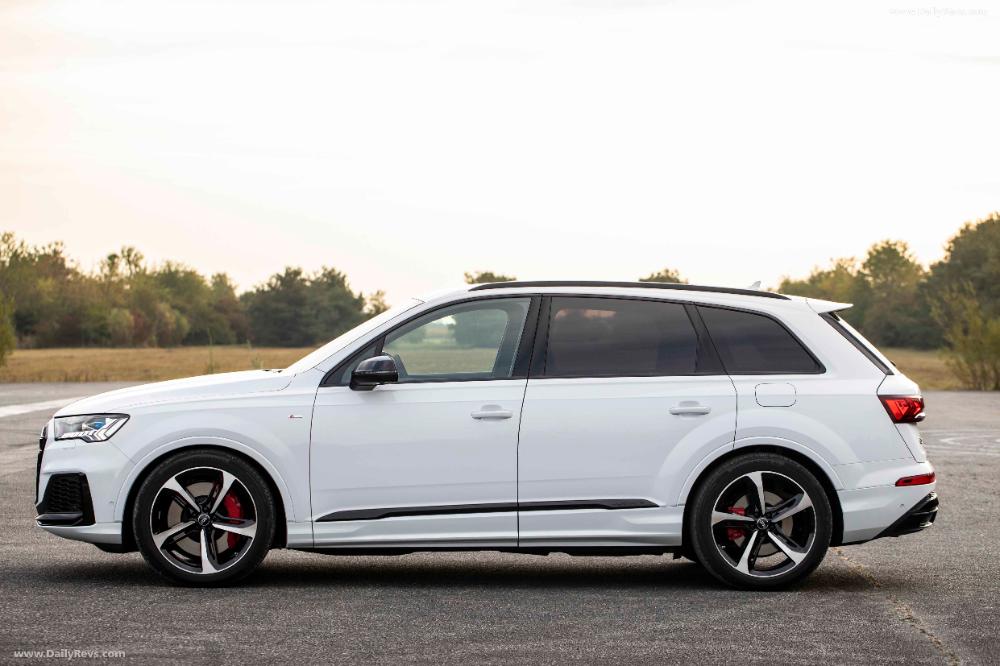 2020 Audi Q7 Tfsi E Quattro Dailyrevs Com Audi Q7 Audi Large Suv