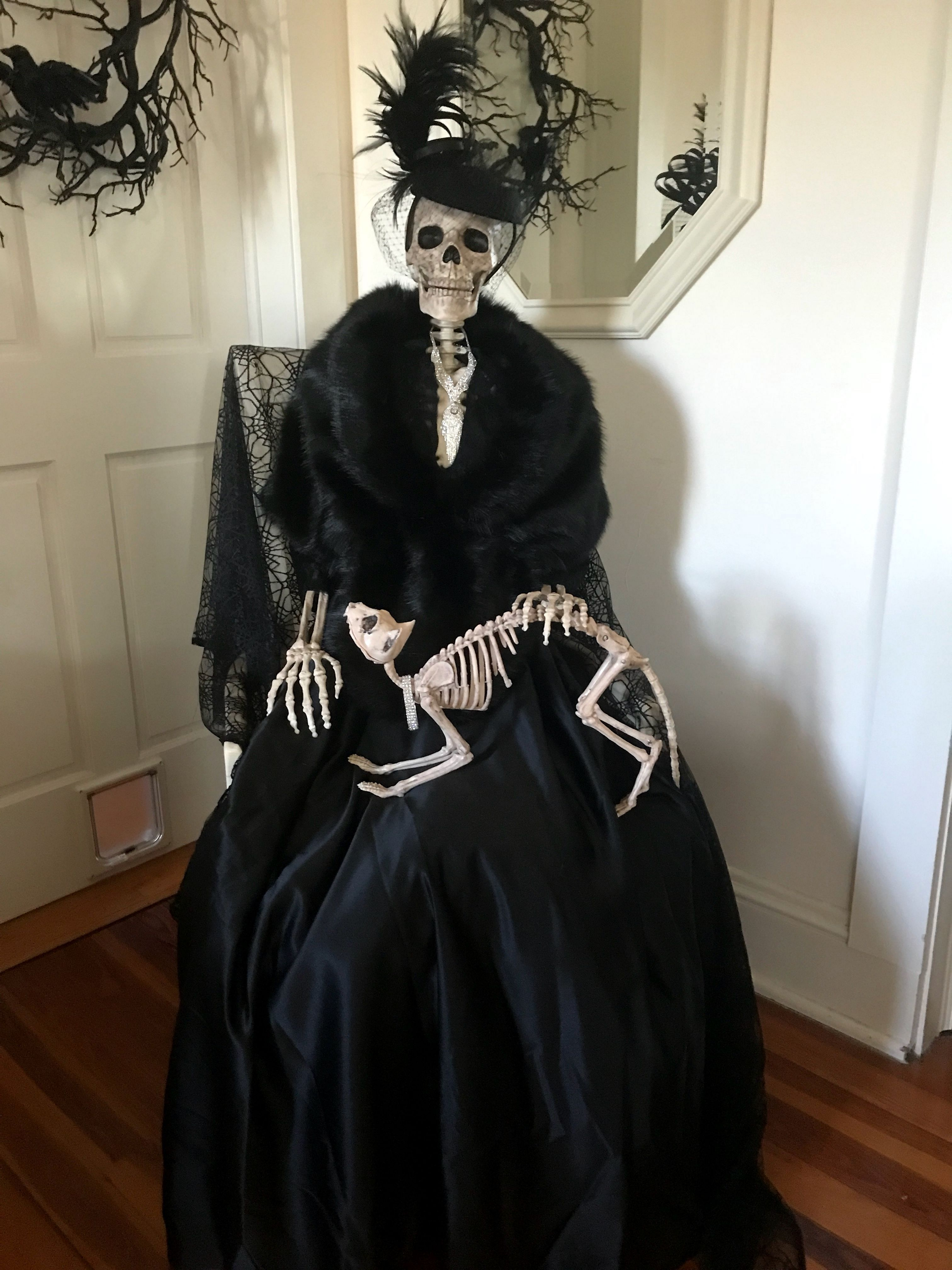 Breathtaking 25 Awesome Vintage Halloween Decoration Ideas On A Budget Https Wah Vintage Halloween Decorations Halloween Outdoor Decorations Scary Halloween
