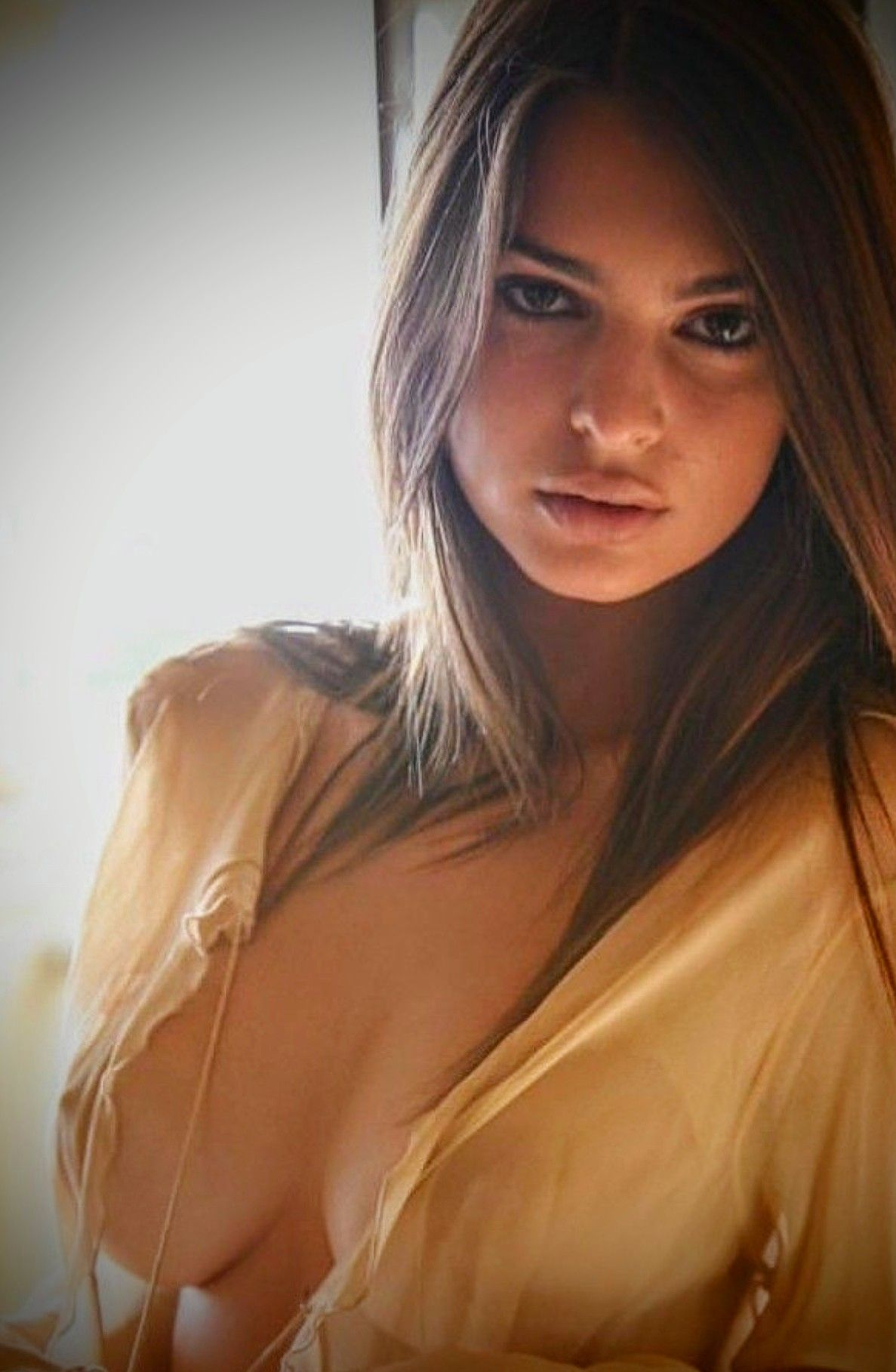 Emily ratajkowski beautiful eyes and big tits new picture