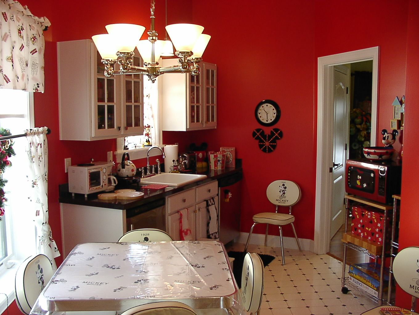 Sneak Peek at the Hidden Mickey Mouse House in Central Florida