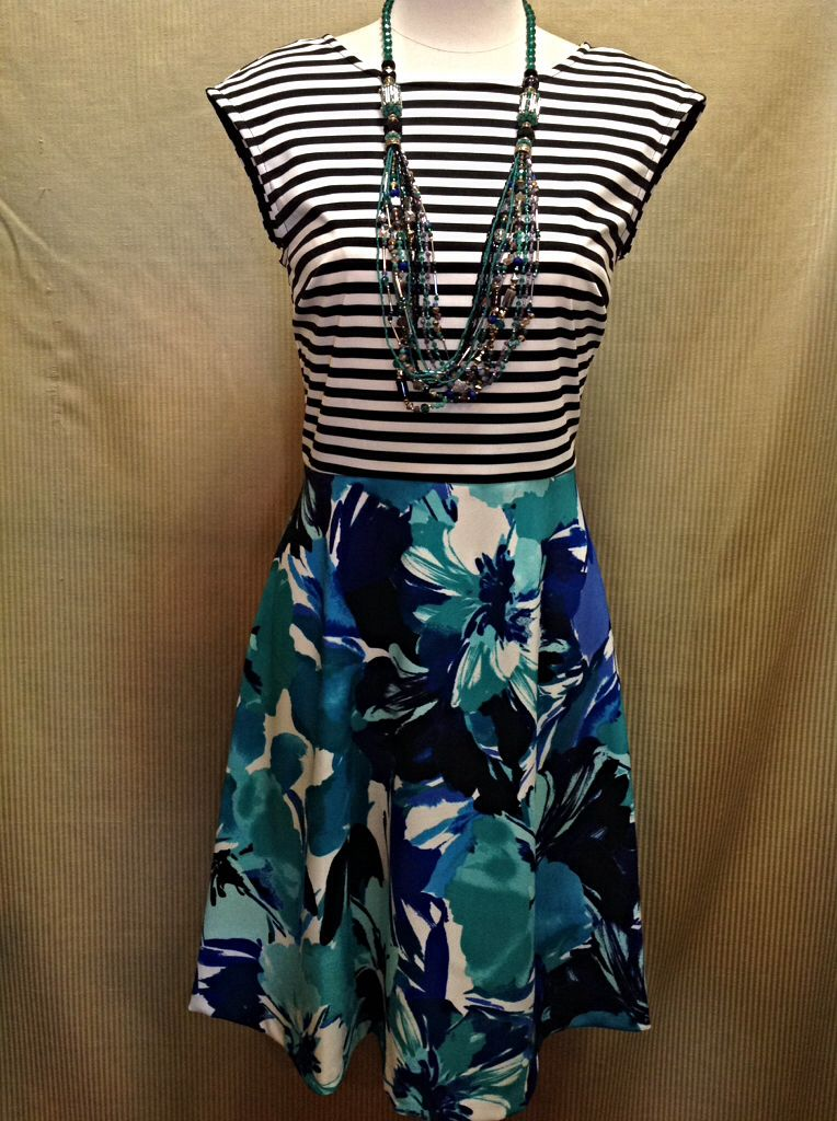 1e34793c93 Sandra Darren - Striped and floral print dress with exposed zipper on back  -  98