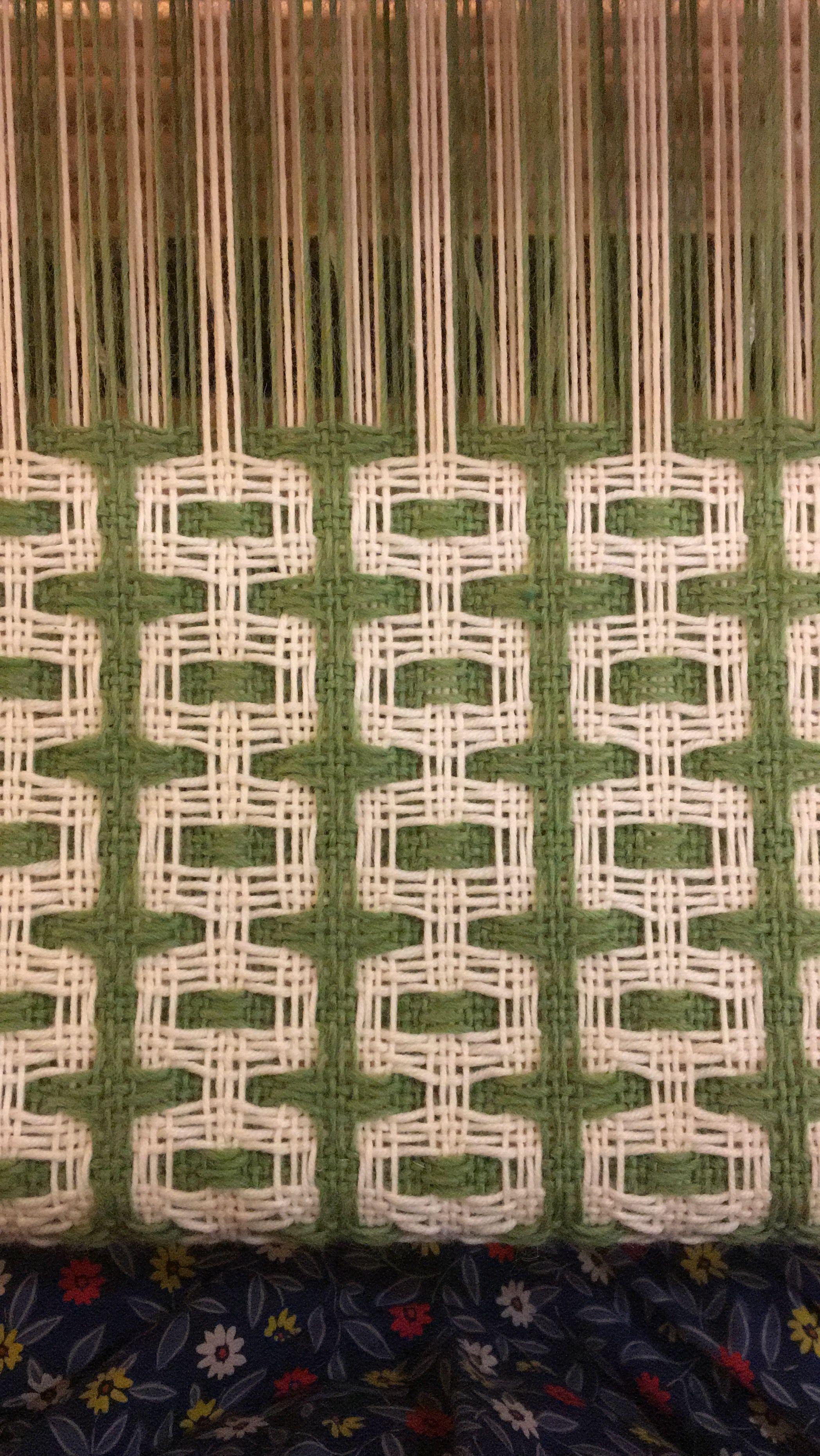 Double Deflected weave pattern on the loom | Weben | Pinterest ...