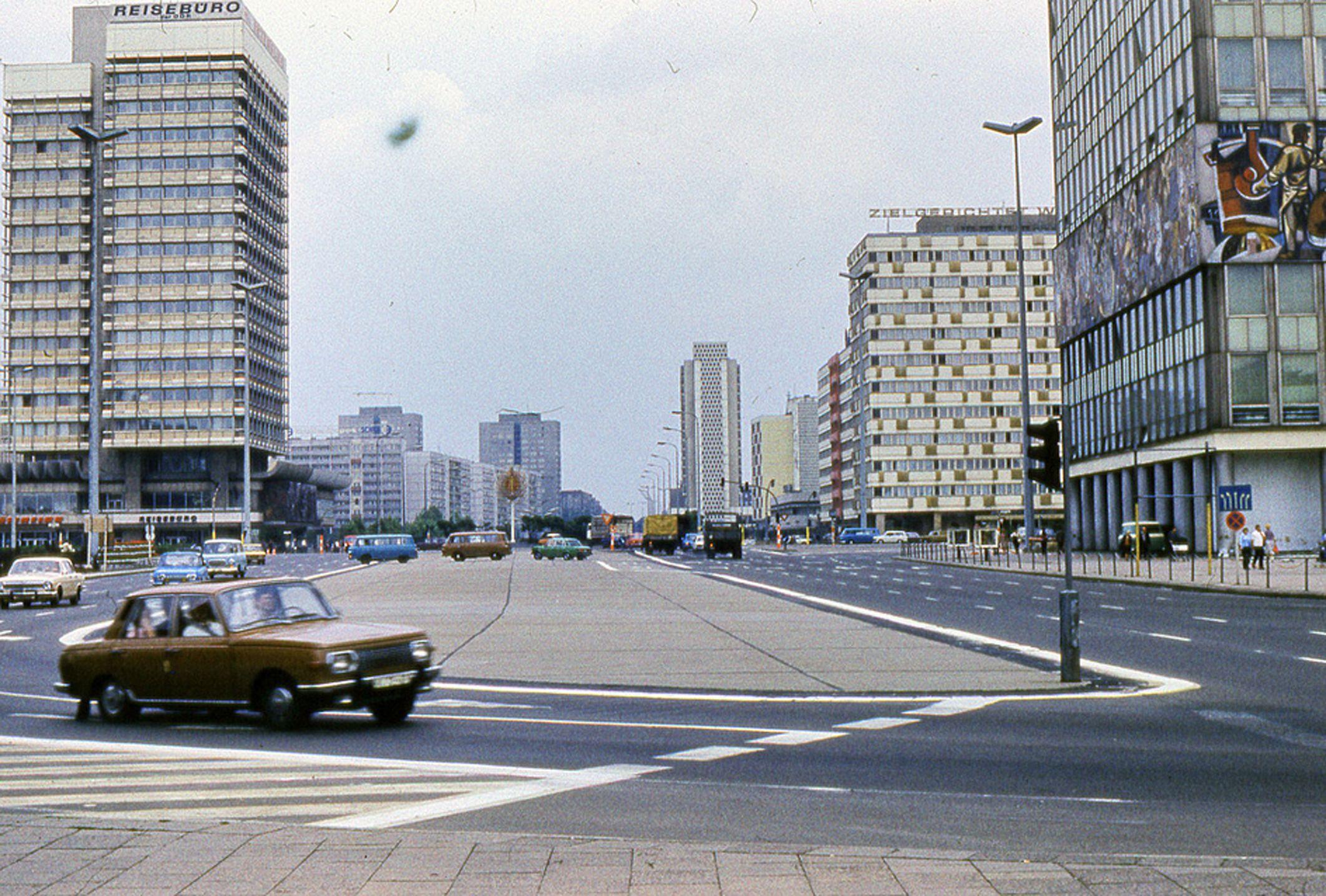 Alexanderplatz Haus Des Reisens Haus Der Statistik Und Das Haus Des Lehrers 1980 Ostberlin Berlin Berlin Hauptstadt