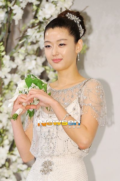 gianna图片_全智贤 Gianna Jun 图片 (With images)   Jun ji hyun, Celebrities female, Wedding