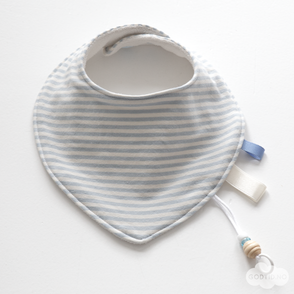Dribble Bibs on www.godtid.no | Sewing Patterns | Pinterest | Bibs ...