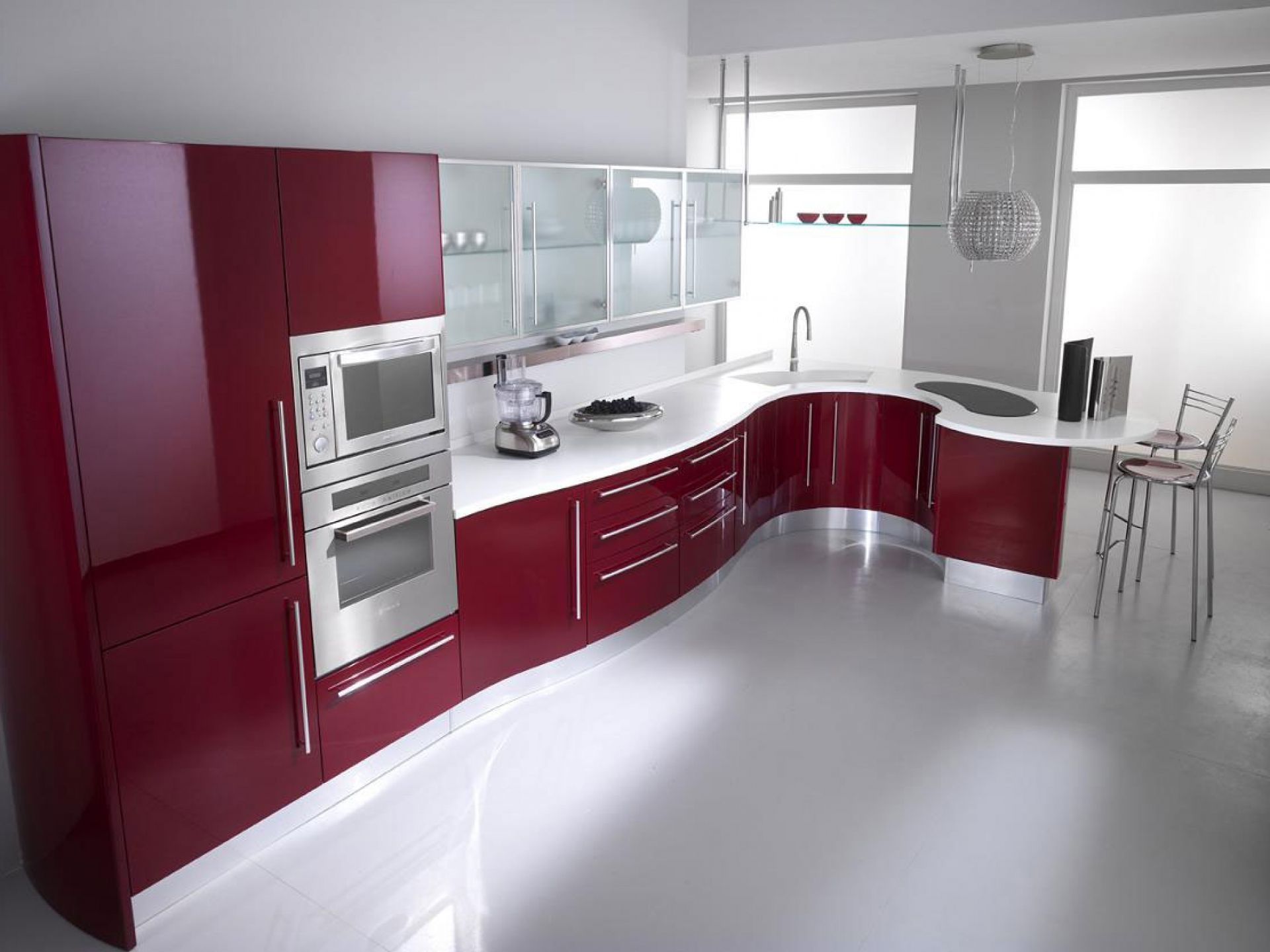 Beautiful Kitchen With Maroon Cabinets And Italian Style Http Www Urbanhomez Com Decors Kitchen Ht Siyah Mutfak Dolaplari Mutfak Dolaplari Mutfak Dekorasyonu