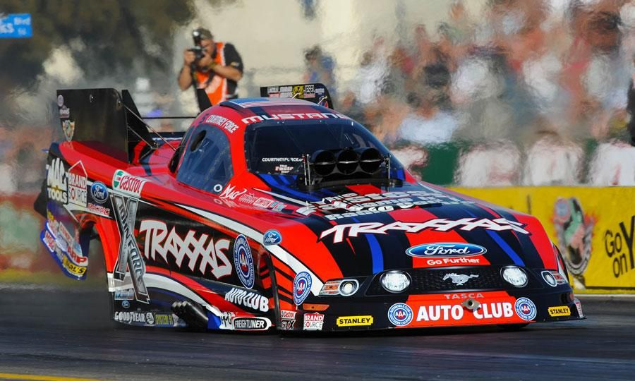 Courtney Force in her Traxxas Funny Car | Nhra drag racing