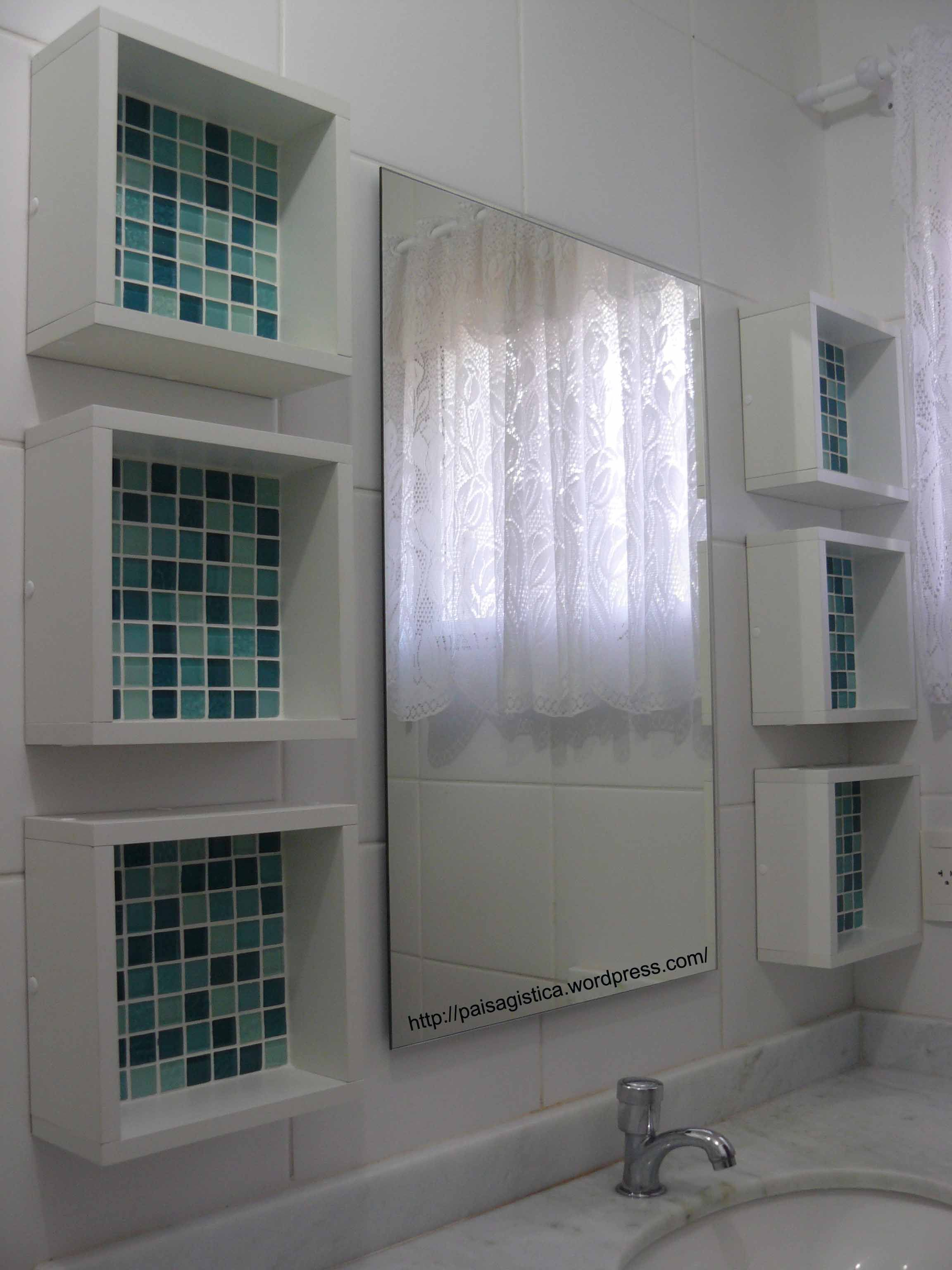 4fe04882abc nichos e espelho - paisagistica Banheiros Pequenos