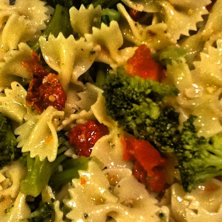 Bow Tie Pasta with Sun-Dried Tomatoes,and Broccoli