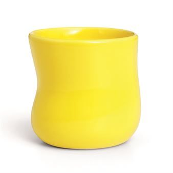 The trendy Mano cup comes from Kähler and is designed by Jeanette List Amstrup. The cup has a playful design with its characteristic sweepy shape and comes in many beautiful colors that can be mixed together to create a personal table setting. Combine the cup with other beautiful pieces from the Mano collection!