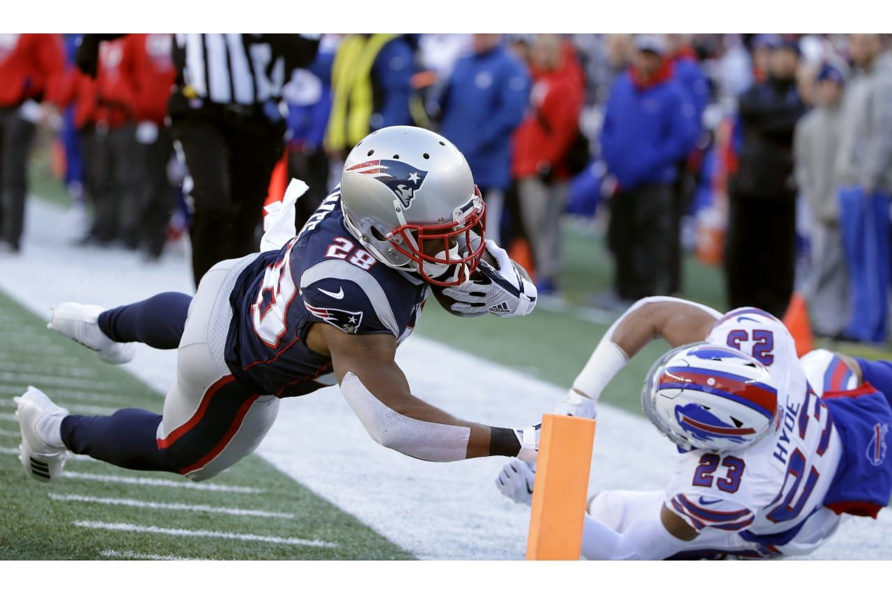 New England Patriots Running Back James White 28 Dives To The Pylon For A Touchdown In Front Of Buffalo Bills Safet James White Patriots New England Patriots