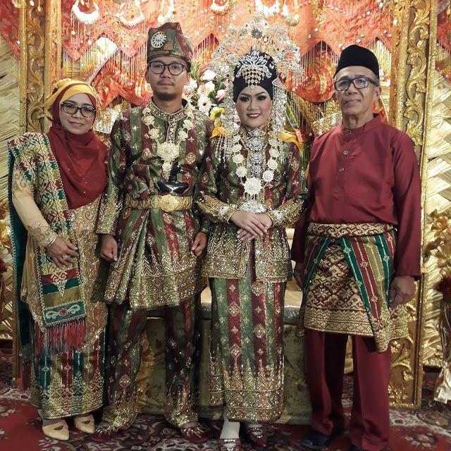Keunikan Baju Adat Kalimantan Barat