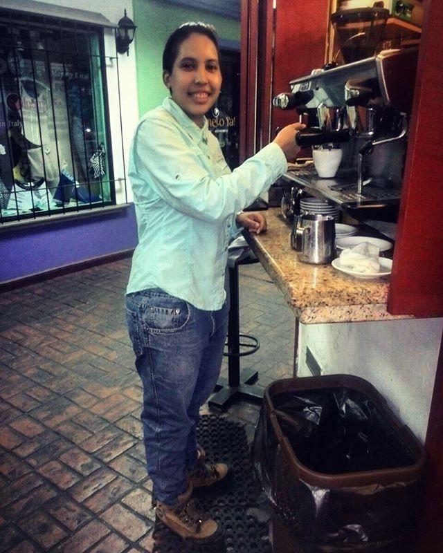 Gracias por compartir tu #ExperienciaAroma  @maryfraya  regram @maryfraya Un café en @aromadicaffe