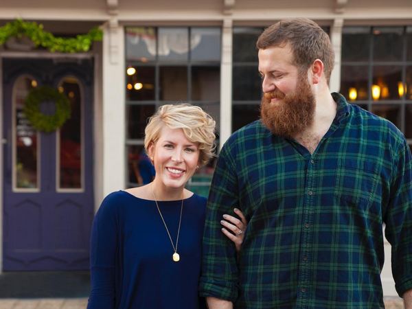 4 Things You Need To Know About Hgtv S New Southern Couple Home Town Hgtv Erin Napier Hgtv Decorating