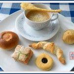cappuccino salato con cornetto e pasticcini di kissthecook