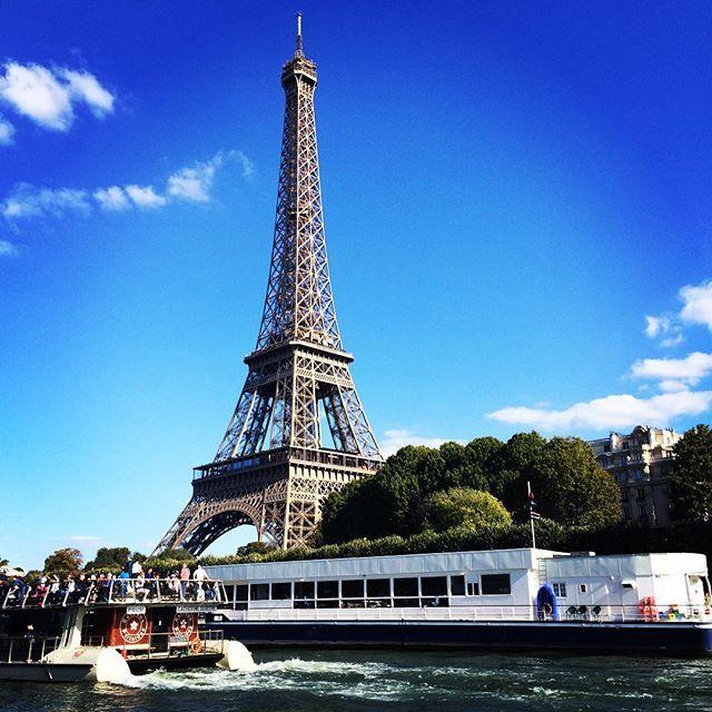 시간이 어떻게 흘러간지 모를 정도로 바쁘게 보낸 파리에서의 하루 하루. 지나고 나면 조금만 여유를 가질껄 하는 후회가 남지만 그만큼 더 성장해있겠지- 이제 얼른 집에 가자! #paris #2015 #파리출장끝 #남편보고싶다엄청 #허니비파리
