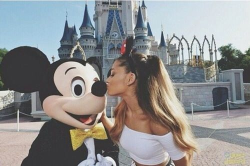 Ari and mickey | Ariana grande disney, Ariana grande pictures ...