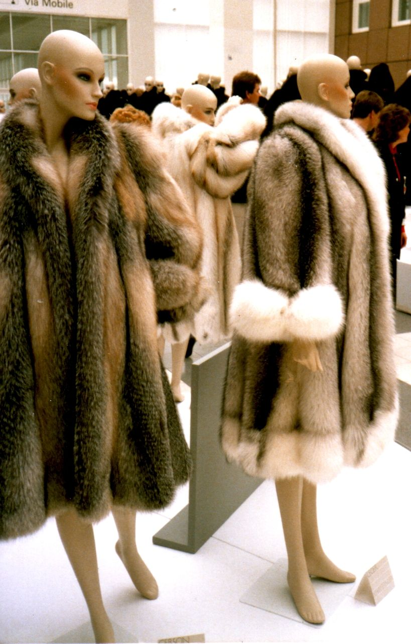 1000  images about Fur Coats on Pinterest | Fendi bags Faux fur