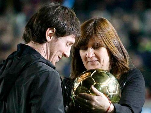 صور وشم على ظهر ليونيل ميسي بصورة أمه منتديات معلومة مصرية Lionel Andres Messi Couple Photos Messi