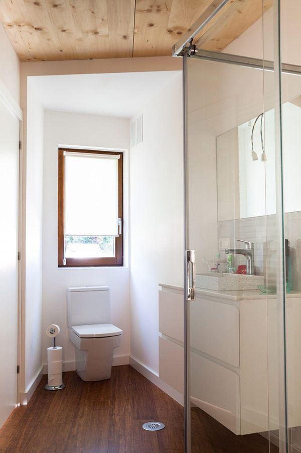 Thereu0027s wide plank bamboo in the bathroom