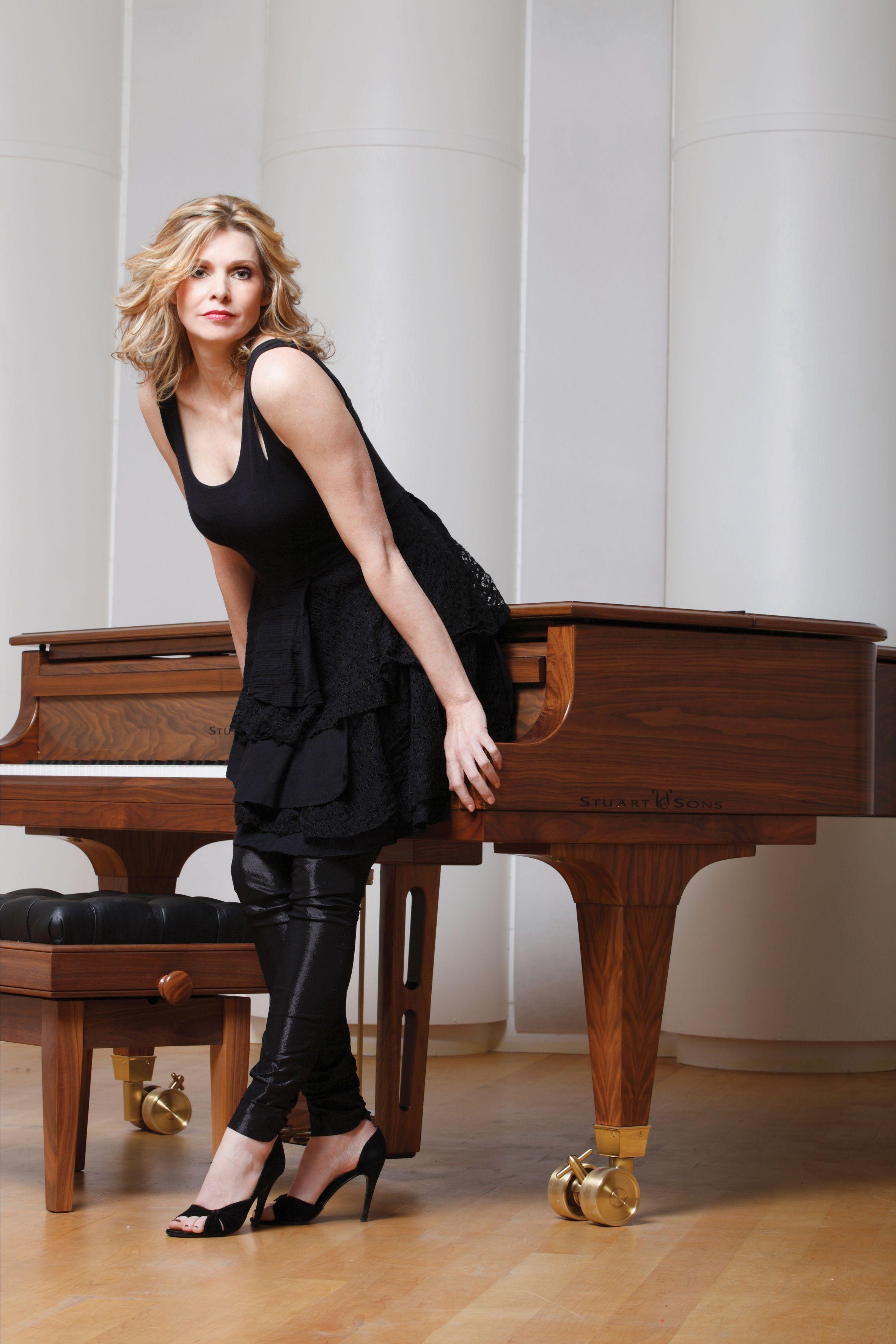 Fiona Joy, Australian Pianist/Singer with Stuart & Sons
