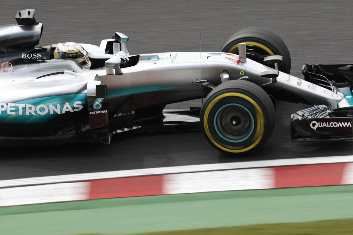 Was that 4 overtakes in 1 lap for @LewisHamilton?  #Amazing #JapaneseGP #F1