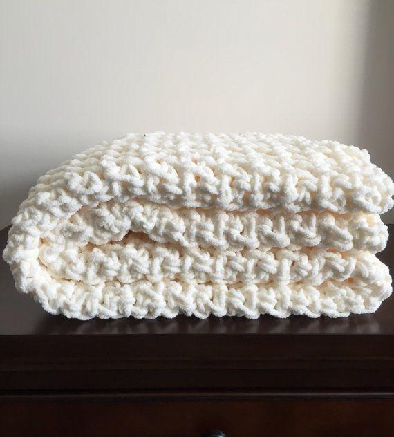 Manta de ganchillo grueso en pescador crema Chenille | Crochet ...