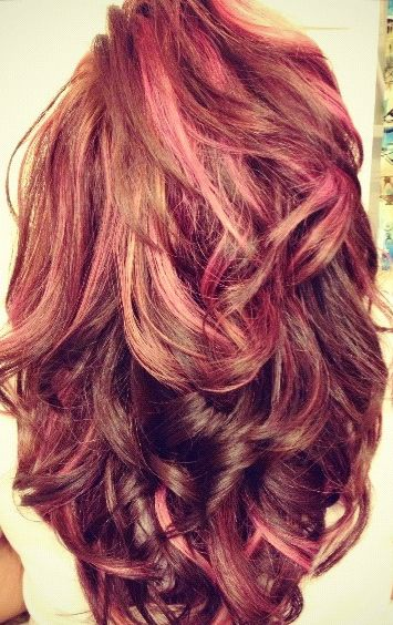 i absolutely love her hair length, volume, and color  it's like redish/brown mainly  with pink and few blonde highlights  it's gorgeous, I WANT THIS ! <3 this! this would be cute @Alecia Pearcy