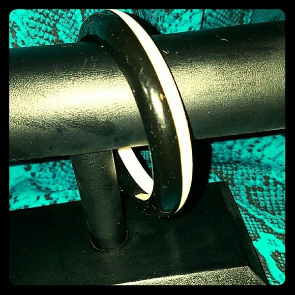 Bracelet Black and white nice and cool bracelet ,excellent condition. Jewelry Bracelets
