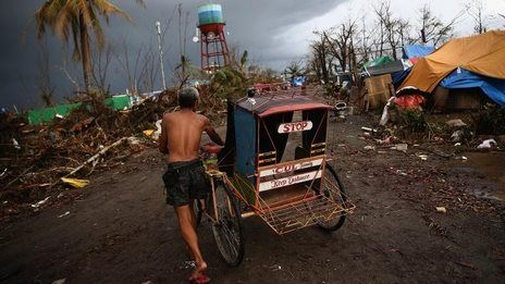 Typhoon Haiyan: Philippines death toll up as aid arrives