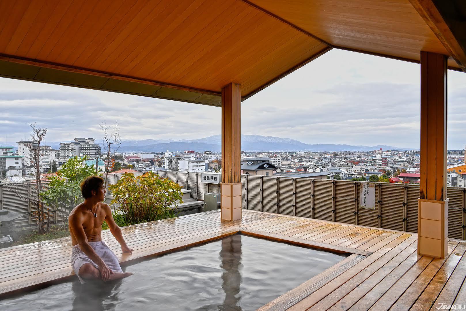 OMG !! City view Onsen in Yamagata tendo ♨️ #japan #japantrip #japantravel #yamagata #tendo #sakaeyahotel #onsen #beatiful #nikon #d5 #japaneseculture