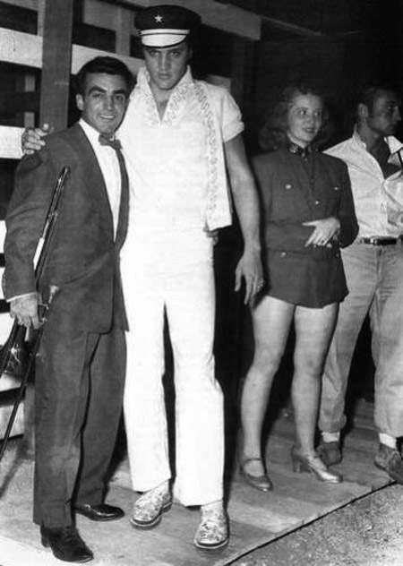 Elvis in Tupelo ( Mississippi ) September 29 1956.