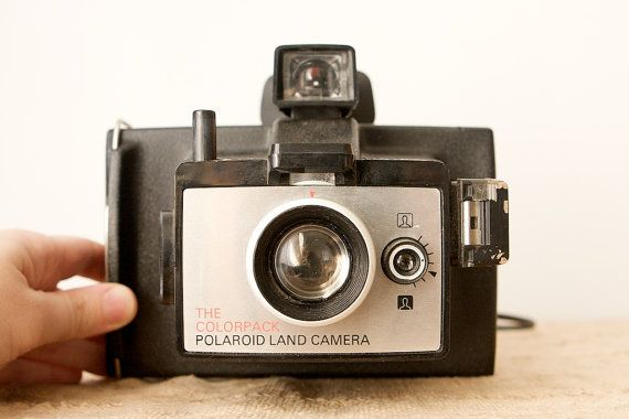 Vintage Polaroid Colorpack Land Camera  Colorpack 100 Brand :	Polaroid Type :	Type 100 film Production years :	1975-1976
