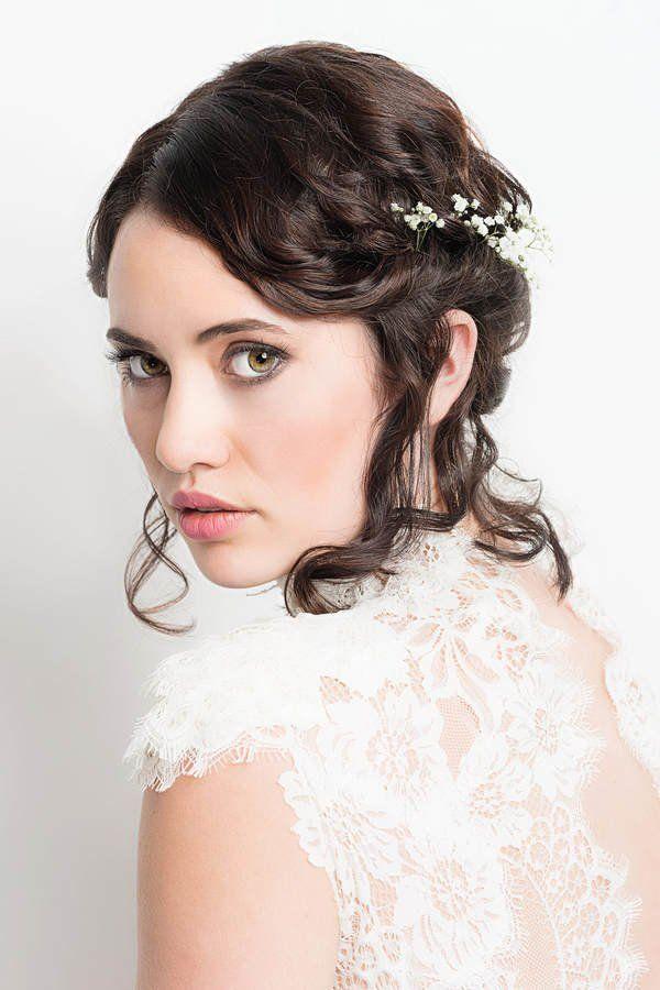 Ob Naturlocken Oder Glattes Haar Fur Diese Romantische Brautfrisur