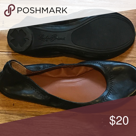 Lucky brand flats great for travel! Black leather ballet flats that can easily roll up and be throw in a bag! Like new! Lucky Brand Shoes Flats & Loafers