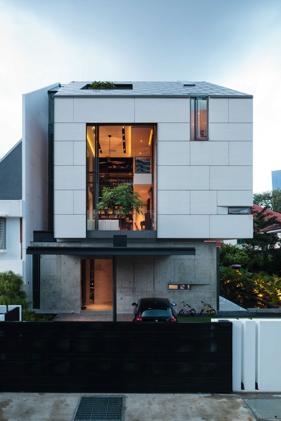 Residence in Singapore by RT+Q Architects