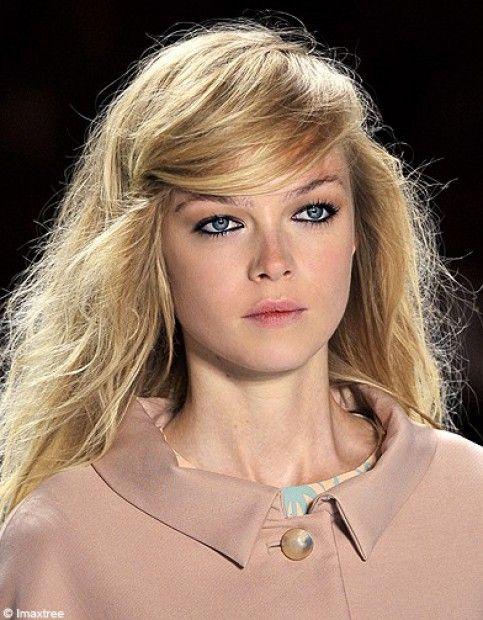 Comment Porter La Raie Sur Le Cote Elle Tendances Coiffures Cheveux Magnifiques Coiffure