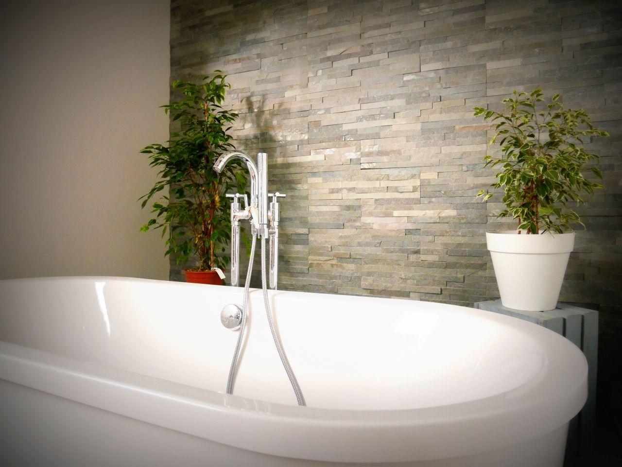photo baignoire en lot et parement briquettes ardoise v. Black Bedroom Furniture Sets. Home Design Ideas