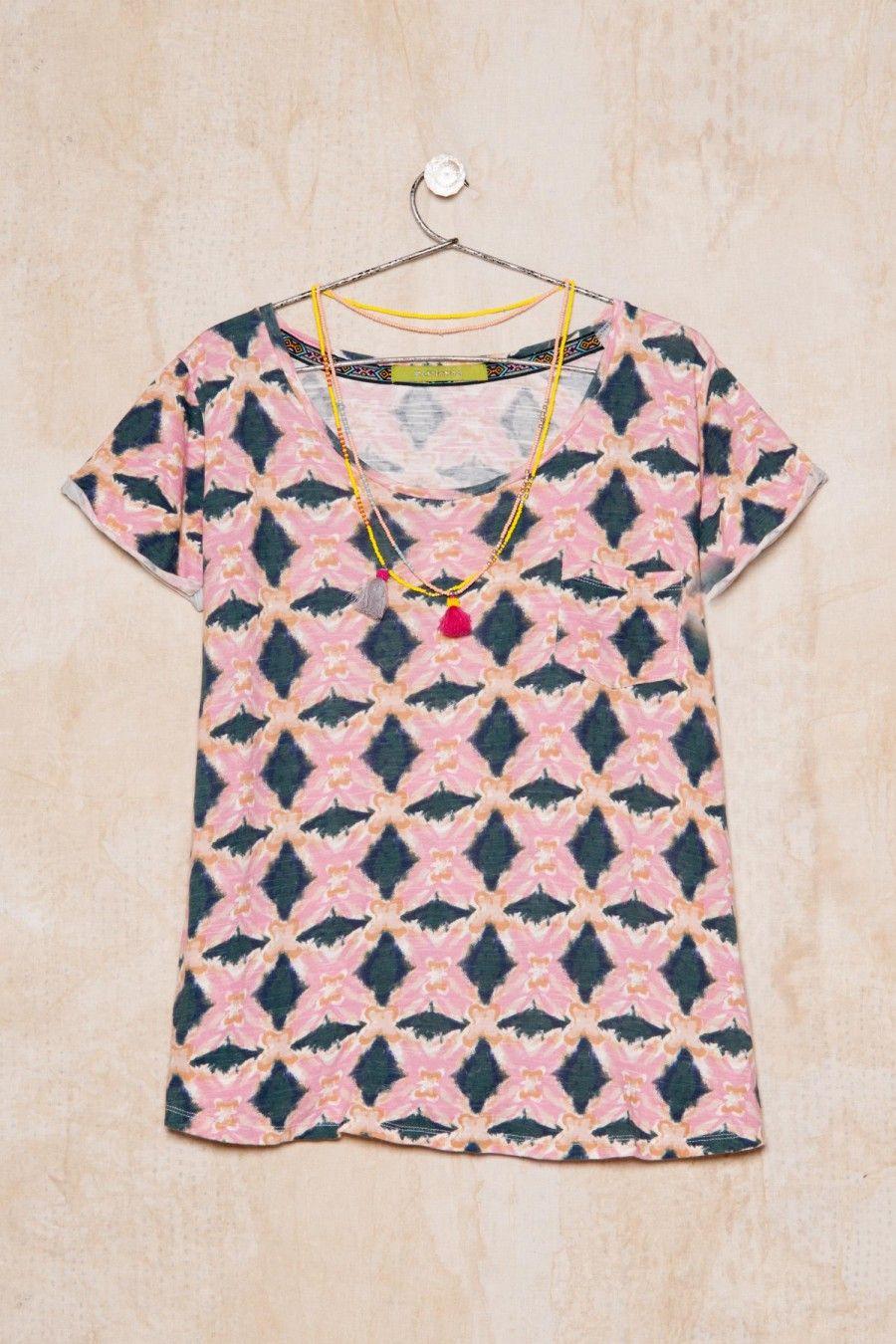 Me encantó la nueva colección Verano 16, mirá lo nuevo en Rapsodiastore.com > Remera Lips Cruz Summer