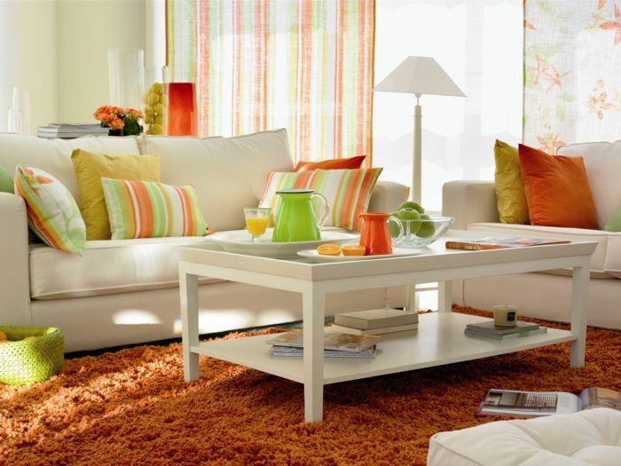 kleines wohnzimmer einrichten weißes sofa couchtisch orange ...