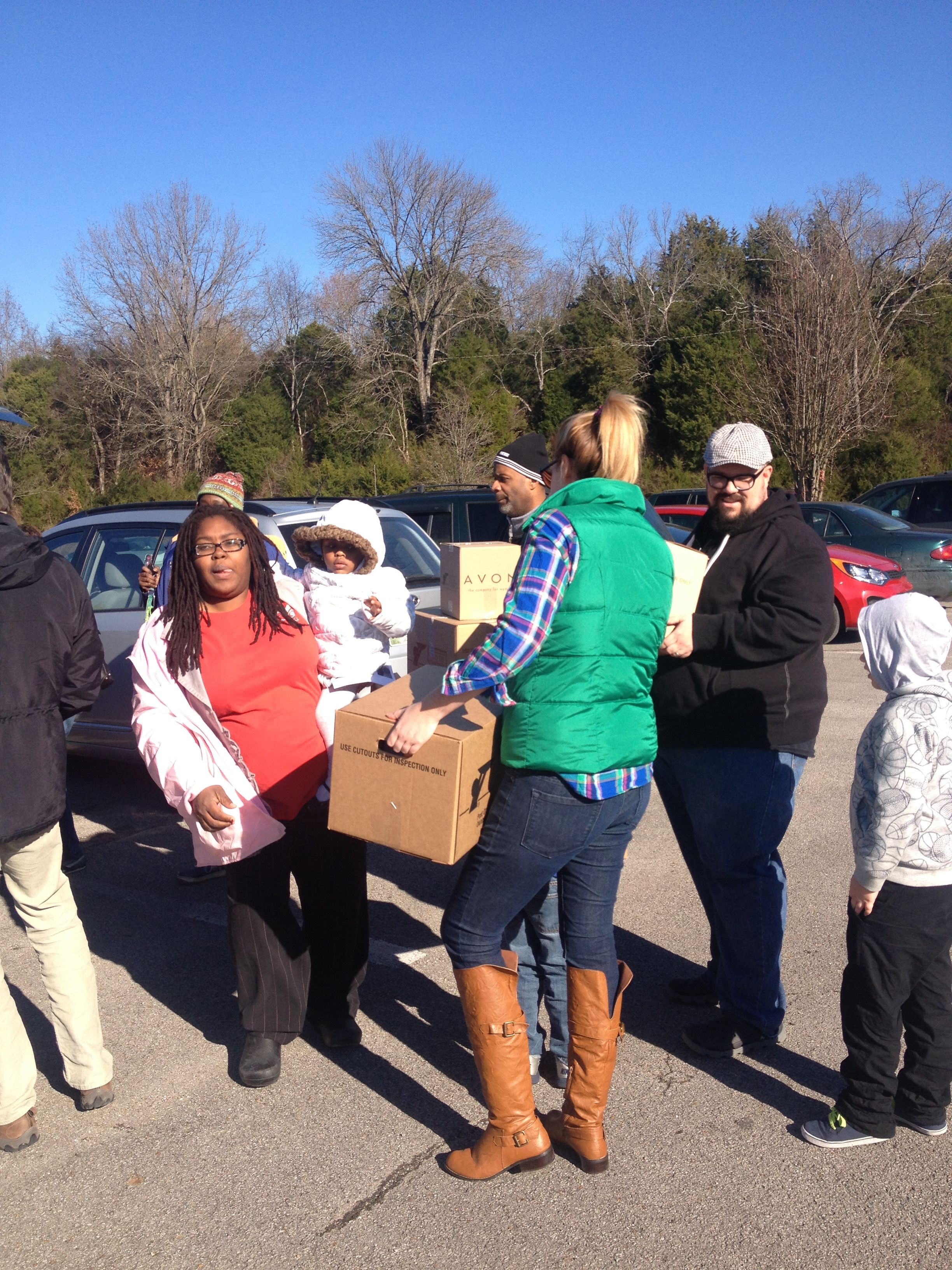 K-LOVE\'s Lauren Lee with Big Daddy Weave distributing food to those ...
