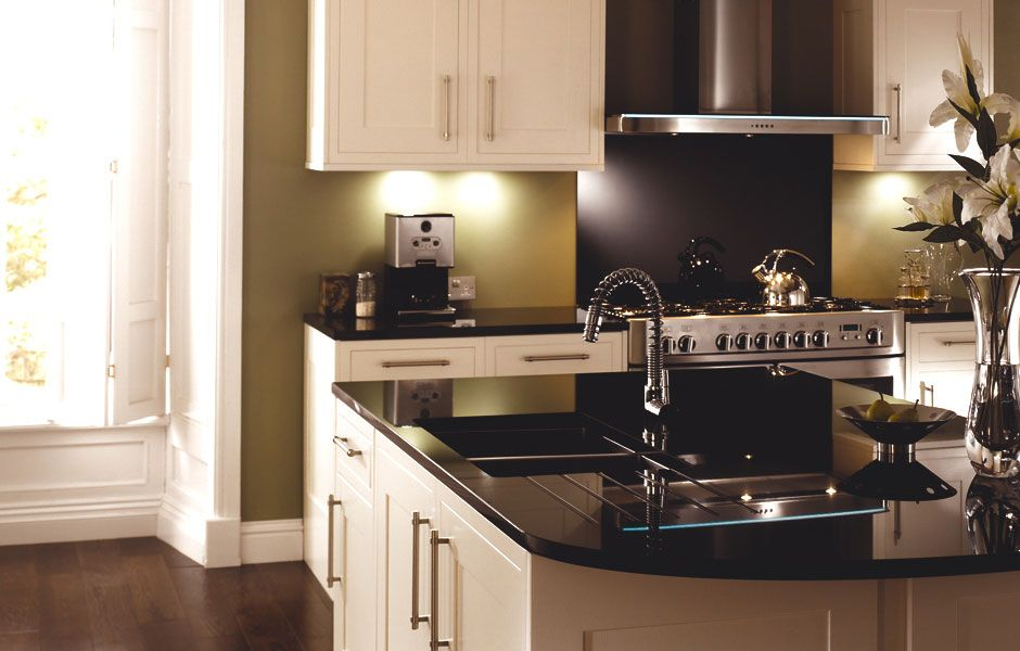 heritage bone a large classic kitchen for entertainers. Black Bedroom Furniture Sets. Home Design Ideas