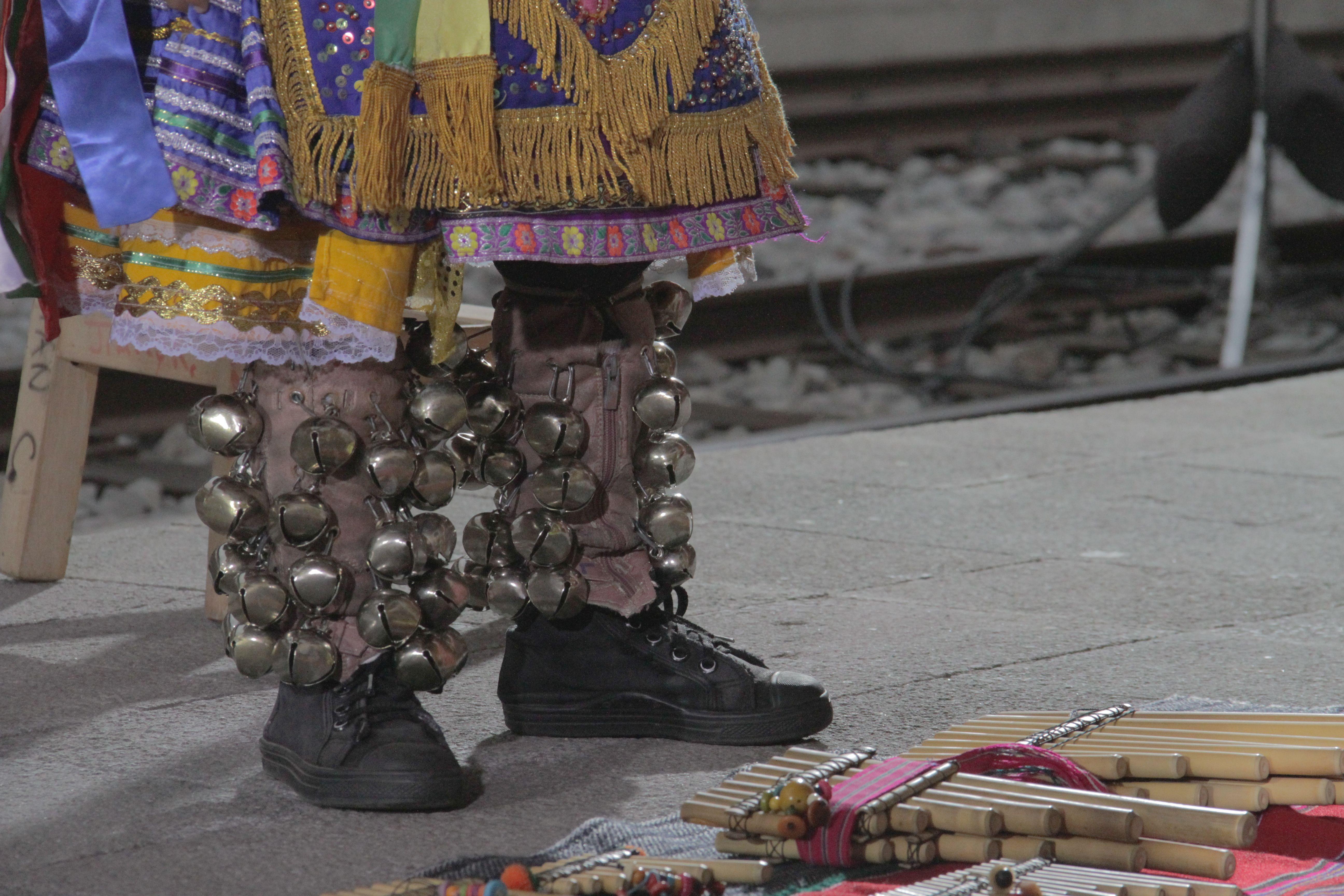 Pies de un niño danzante Fotografía: Alejandro Villavicencio