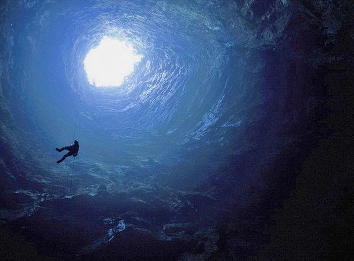 Entering Cueva de los Tayos -