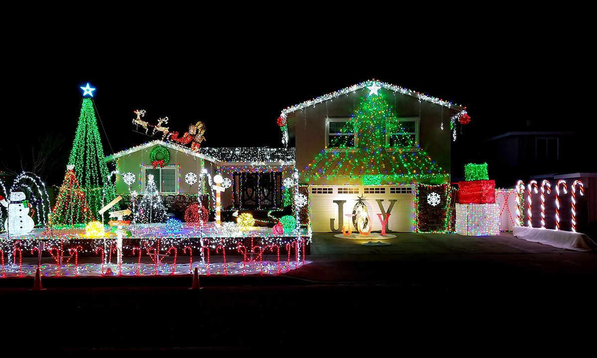 Where To See Some Of The Best Christmas Light Displays In Orange County Best Christmas Lights Best Christmas Light Displays Christmas Lights