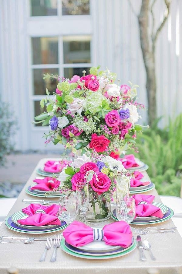 We're overwhelmed by these elegant wedding ideas today! The most sophisticated color schemes and the prettiest floral details are the perfect details.