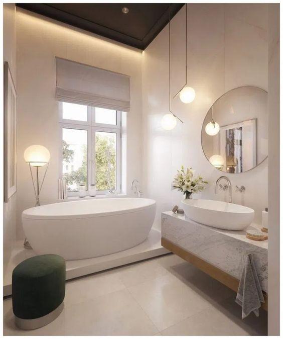 Décorations de salle de bains modernes avec armoires de salle de bains blanches