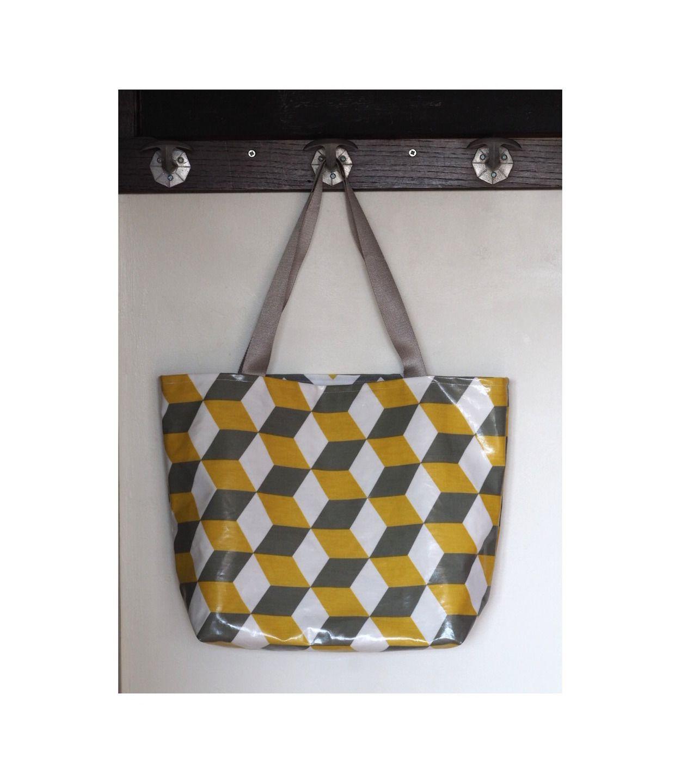 Sac cabas réversible en coton enduit cube et toile coton chevron gris, jaune moutarde et blanc