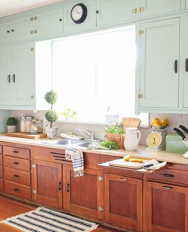 Pin by little yellow cottage on cozy cottage kitchens for Modelos de cocina comedor