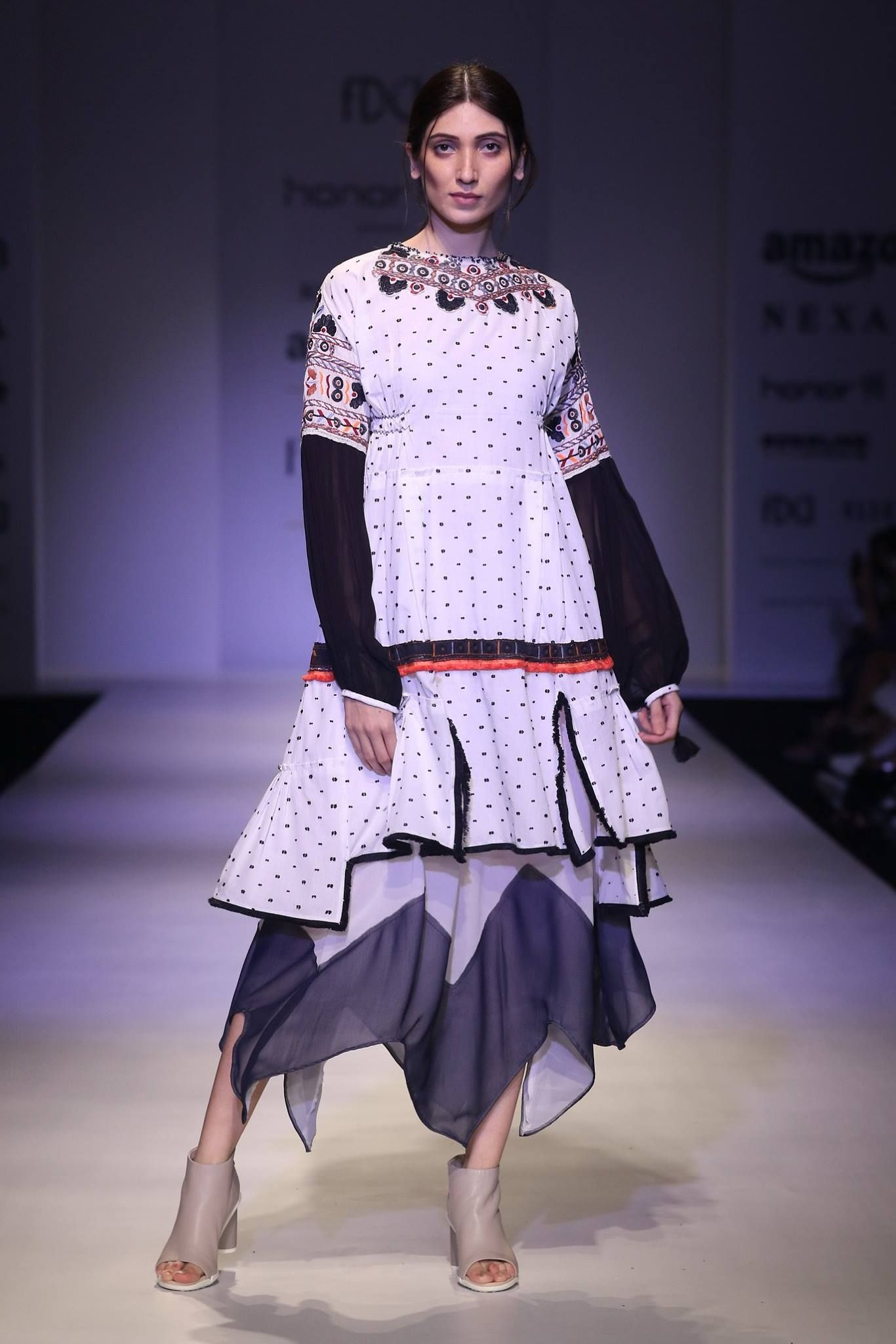 Rina dhaka amazon india fashion week ss india fashion